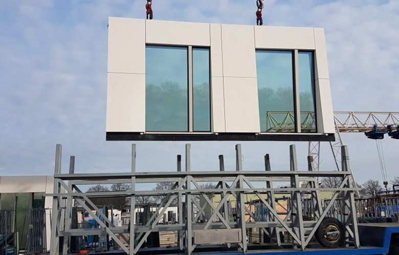 Hourglass element hangend in kraan dam partners 660x440