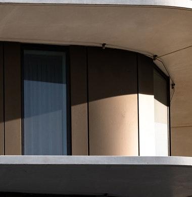 Dunne balkonrand veilig op grote hoogte