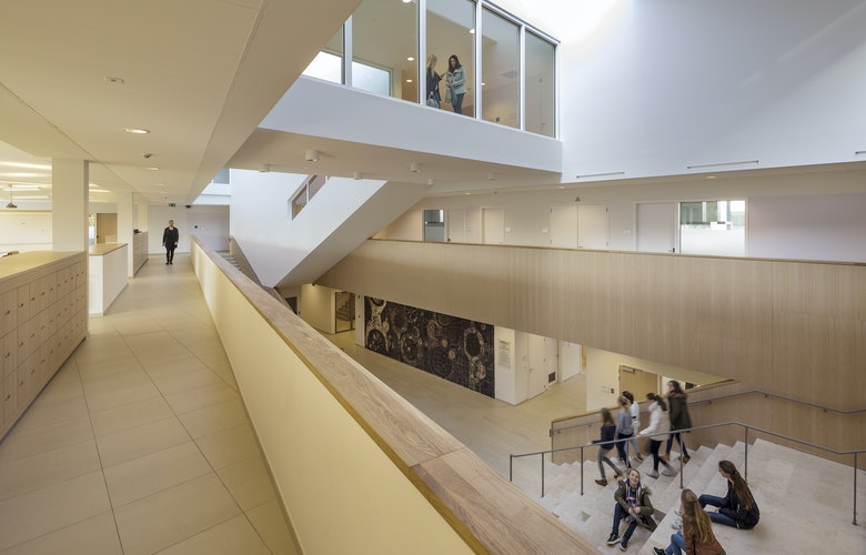 Bekkering Adams architects Schoolcampus Peer SB 161026 161016 interior hall corridor agnetencollege hr