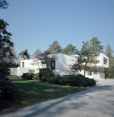 Villa in wit schoon beton