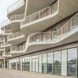 Golvende balkons voor inpassing landschap